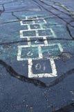 Hoppa hageraster på sprucken trottoar Royaltyfri Bild