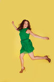 hoppa kvinna för glädje Royaltyfri Foto