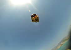 Hoppet bombarderar i havet Royaltyfri Bild