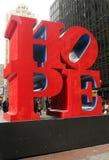 HOPPskulptur av Robert Indiana i midtownen Manhattan Royaltyfria Foton