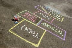 Hopscotch της ζωής Λήψη της απόφασης για το μέλλον Στοκ φωτογραφία με δικαίωμα ελεύθερης χρήσης