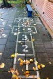 Hopscotch på schoolyarden Arkivbild