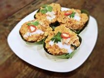 Hor Mok śliwki - odparowana ryba w kokosowego mleka i chili pascie zawijającej z bananowymi liśćmi Fotografia Stock
