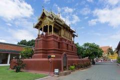 Hor tumarkitektur i Wat Phra Thad Hariphunchai den offentliga templet arkivfoto