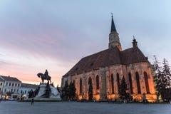 Hora azul de la puesta del sol en el santo Michael Roman Catholic Church Imagen de archivo libre de regalías