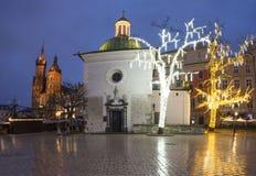 Hora azul, decorações do Natal, cidade velha, mercado principal, Krakow, Polônia fotos de stock