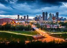 Hora azul do centro da arquitetura da cidade de Calgary Foto de Stock Royalty Free