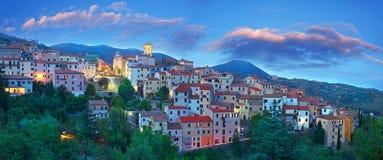 Hora azul do panorama no console da Ilha de Elba, Toscânia Imagens de Stock