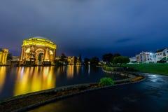 Hora azul sobre el palacio de bellas arte fotografía de archivo libre de regalías