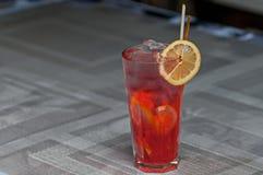 Hora con un limón y un hielo Fotografía de archivo