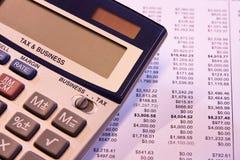Hora de calcular o imposto de negócio Fotos de Stock Royalty Free