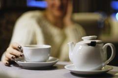Hora de comer té Tetera con una taza de té Imagen de archivo