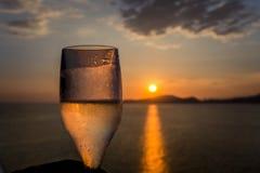 Hora de la puesta del sol en Santos, el Brasil imagenes de archivo