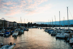 Hora de oro en Quai Gustave Ador, Ginebra, Suiza Fotografía de archivo libre de regalías