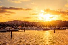 Hora de oro sobre puerto deportivo fotografía de archivo libre de regalías