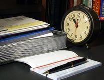 Hora de pagar las cuentas Foto de archivo libre de regalías