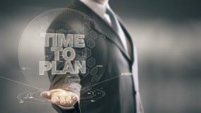 Hora de planear tecnologías disponibles de Holding del hombre de negocios las nuevas metrajes