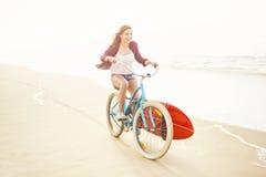 Hora de practicar surf Imagenes de archivo