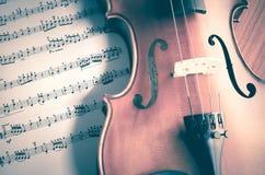 Hora de praticar o violino Fotografia de Stock Royalty Free