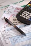 Hora de rellenar impresos de impuesto Imagen de archivo libre de regalías