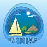 Hora de viajar molde do emblema Iate da navigação no mar, nas palmeiras e na pirâmide maia na costa Foto de Stock
