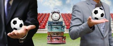 Hora de viajar para o conceito do jogo de futebol fotografia de stock royalty free