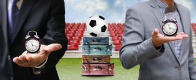 Hora de viajar para o conceito do negócio do futebol imagem de stock