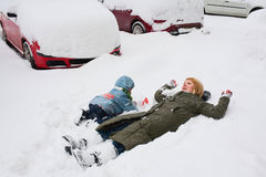 Hora del recreo del invierno Imagenes de archivo