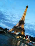 Hora do azul de França da torre Eiffel Fotografia de Stock