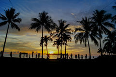 Hora mágica da praia tropical no recurso e nos termas do ` s Tanjung Aru do La de Shangri Imagem de Stock