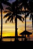 Hora mágica da praia tropical no recurso e nos termas do ` s Tanjung Aru do La de Shangri Imagem de Stock Royalty Free