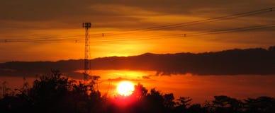 Hora mágica de puesta del sol de oro foto de archivo libre de regalías