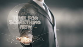 Hora para algo tecnologías disponibles de Holding del nuevo hombre de negocios nuevas Imagen de archivo libre de regalías