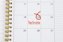 Hora para el texto de la acción en calendario Imágenes de archivo libres de regalías