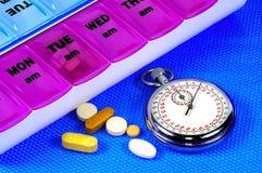 Hora para la medicación Foto de archivo