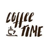 Hora para la taza de consumición de café Fotos de archivo