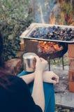 Hora para las castañas y el café asados Fotografía de archivo