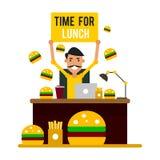 Hora para o almoço Homem de negócios no local de trabalho pronto para tomar um bre Fotografia de Stock Royalty Free