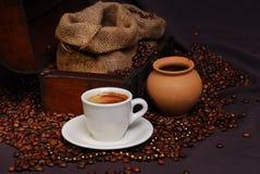 Hora para un coffe - arreglo, otro ángulo imagenes de archivo