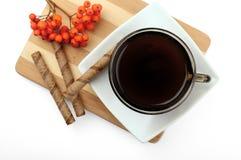Hora para una taza de café Vista superior de una aún-vida con una taza de café, rollos curruscantes del chocolate Imagen de archivo libre de regalías