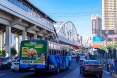 Hora punta de marcha 9,2018 en Epifanio de los Santos AvenueEDSA en Manila fotos de archivo
