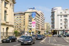 Hora punta en Victory Avenue (Calea Victoriei) en Bucarest Fotos de archivo