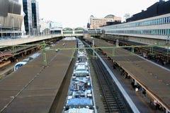 Hora punta, Estocolmo con el tren moderno foto de archivo libre de regalías