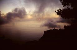 Hora solar pasada con los fragmentos de nubes imagen de archivo libre de regalías