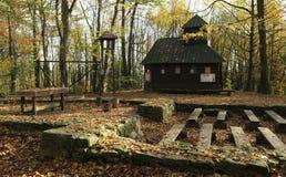 Hora SV Klimenta - permanece de iglesia y del fortalecimiento medievales en las montañas de Chriby en Moravia del sur imagen de archivo