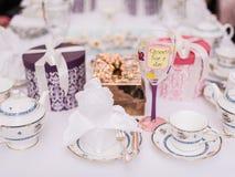 Horaire de thé installé pour que la jeune mariée soit Photo stock