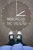 Horario de Verao, portugiesische Sommerzeit auf Asphaltesprit Stockfoto