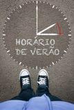 Horario de Verao, portugisiskt dagsljus som sparar Tid på asfaltintelligens Arkivfoto