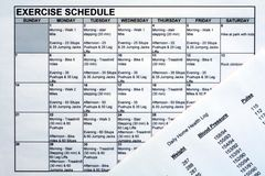 Horario del ejercicio y carta de la salud Fotos de archivo libres de regalías