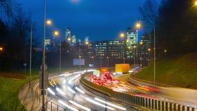 Horas de ponta da noite dentro na cidade, tempo-lapso video estoque
